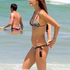 Naked celebrity picture Alessandra Ambrosio 007 pic