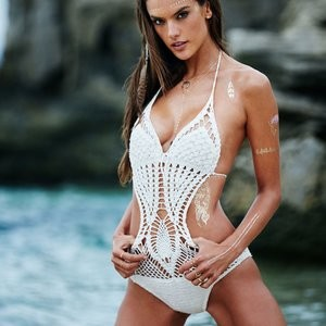 Leaked Celebrity Pic Alessandra Ambrosio 002 pic