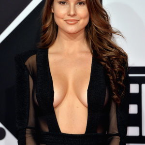 Newest Celebrity Nude Amanda Cerny 006 pic