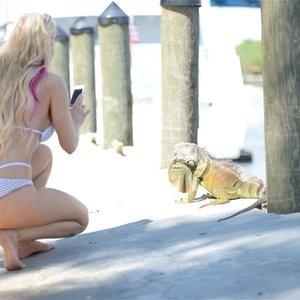Leaked Celebrity Pic Ana Braga 002 pic