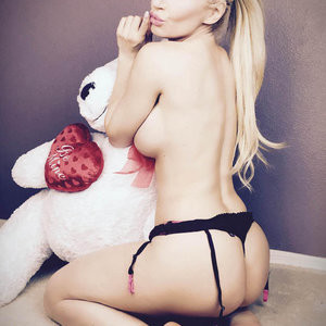 Best Celebrity Nude Ana Braga 003 pic