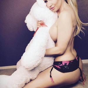 Celebrity Naked Ana Braga 004 pic