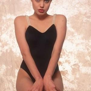 Angelina Jolie Young in Bikini (28 Photos) - Leaked Nudes