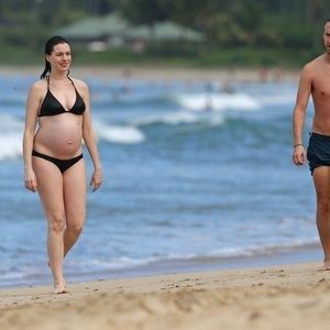 Anne Hathaway in a Bikini (38 Photos) – Leaked Nudes