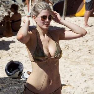 Hot Naked Celeb Ashley James 007 pic