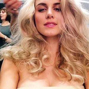 Naked Celebrity Pic Ashley James 016 pic