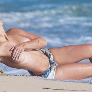 Celebrity Nude Pic Ava Lange 004 pic