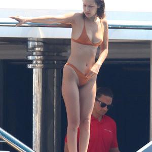 Bella Hadid Sexy (13 Photos) – Leaked Nudes