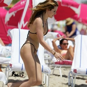 Celeb Nude Bella Thorne, Dani Thorne 031 pic