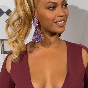 Beyonce Cleavage (31 Photos) – Leaked Nudes