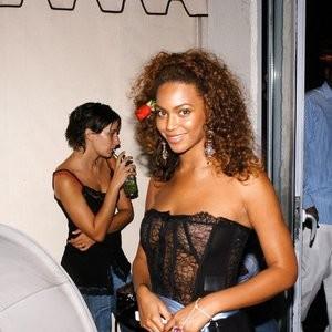 Hot Naked Celeb Beyonce 002 pic
