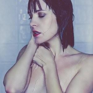 Celebrity Naked Brea Grant 002 pic