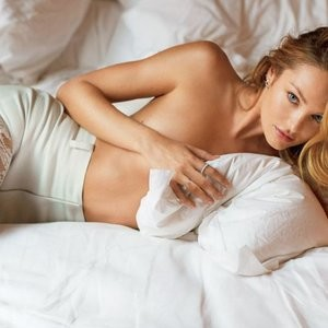 Candice Swanepoel Topless (1 Photo) – Leaked Nudes