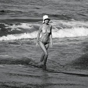 Naked celebrity picture Carolyn Murphy 021 pic