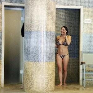 Free Nude Celeb Casey Batchelor 008 pic