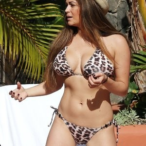 Free nude Celebrity Casey Batchelor 131 pic