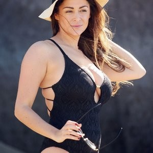 Free nude Celebrity Casey Batchelor 017 pic
