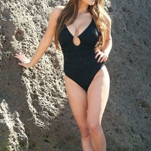 Free Nude Celeb Casey Batchelor 058 pic