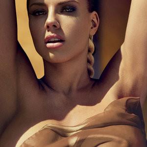 Nude Celeb Pic Charlotte McKinney 002 pic