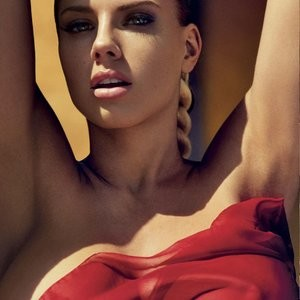 Famous Nude Charlotte McKinney 001 pic