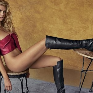 Real Celebrity Nude Charlotte McKinney 007 pic