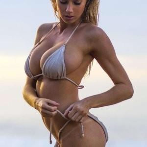 Hot Naked Celeb Charlotte McKinney 003 pic