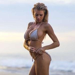 Celeb Nude Charlotte McKinney 004 pic