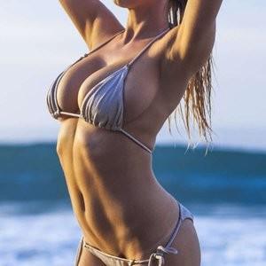 Naked Celebrity Charlotte McKinney 006 pic