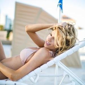 nude celebrities Charlotte McKinney 006 pic