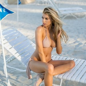Celeb Nude Charlotte McKinney 008 pic