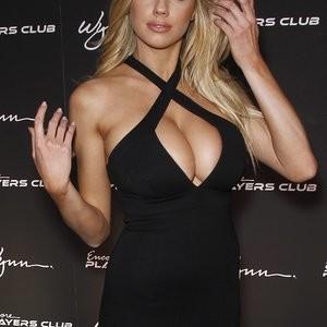 Free nude Celebrity Charlotte McKinney 007 pic