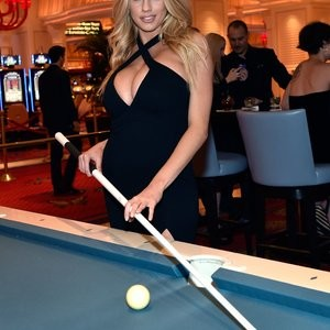 Free nude Celebrity Charlotte McKinney 043 pic
