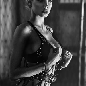 nude celebrities Charlotte McKinney 003 pic