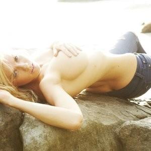 celeb nude Charlotte McKinney 003 pic