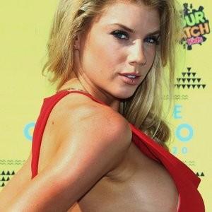 Charlotte McKinney Sideboob (5 Photos) – Leaked Nudes
