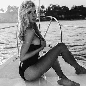 Leaked Celebrity Pic Charlotte McKinney 005 pic