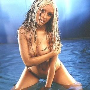 Christina Aguilera Topless (49 Photos) – Leaked Nudes