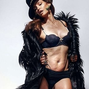 Cindy Crawford in Lingerie Before Photo Shopping (1 Photo) - Leaked Nudes