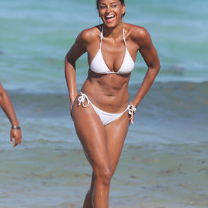 Hot Naked Celeb Claudia Jordan 019 pic