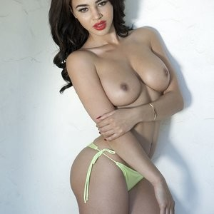 Newest Celebrity Nude Courtnie Quinlan 003 pic