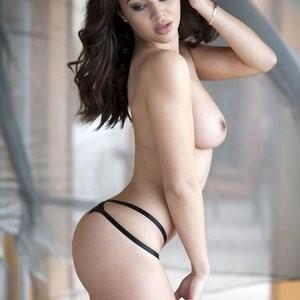 celeb nude Courtnie Quinlan 002 pic