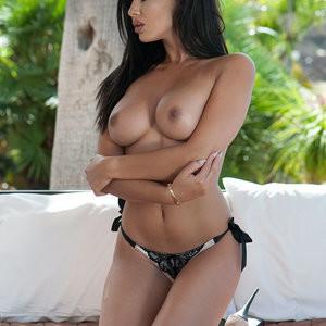 Celeb Nude Courtnie Quinlan 003 pic