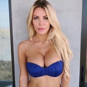 Crystal Hefner Sexy (4 Photos) - Leaked Nudes