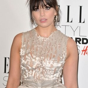 Daisy Lowe Braless (5 Photos) – Leaked Nudes