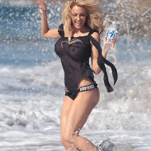 Celebrity Leaked Nude Photo Dalia Elliott 006 pic