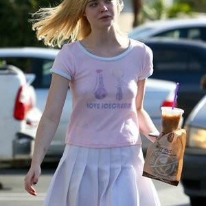 Nude Celeb Pic Elle Fanning 001 pic