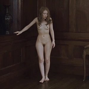 Celebrity Nude Pic Emily Browning 001 pic
