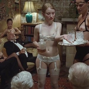 Nude Celebrity Picture Emily Browning 003 pic