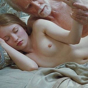 Best Celebrity Nude Emily Browning 005 pic