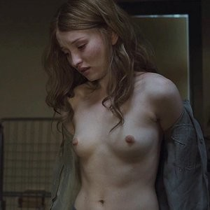 Free nude Celebrity Emily Browning 011 pic